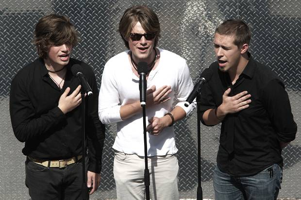Give your inner '90s teen what it wants and watch Hanson's new video