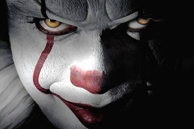 Wallpaper It Clown Bill Skarsgard Horror 2017 Hd: Bill Skarsgard Is Absolutely Terrifying As Pennywise In
