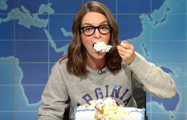 Tina Fey returns to SNL to destroy Trump while devouring a delicious sheet cake