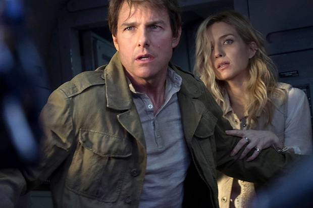 """Tom Cruise and Annabelle Wallis in """"The Mummy"""""""