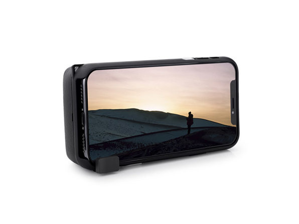 This Charging Case Is Perfect For Iphone Photographers -2673