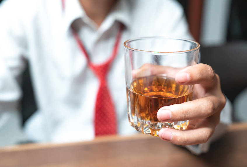 Don't worry, moderate drinking probably isn't shrinking your brain