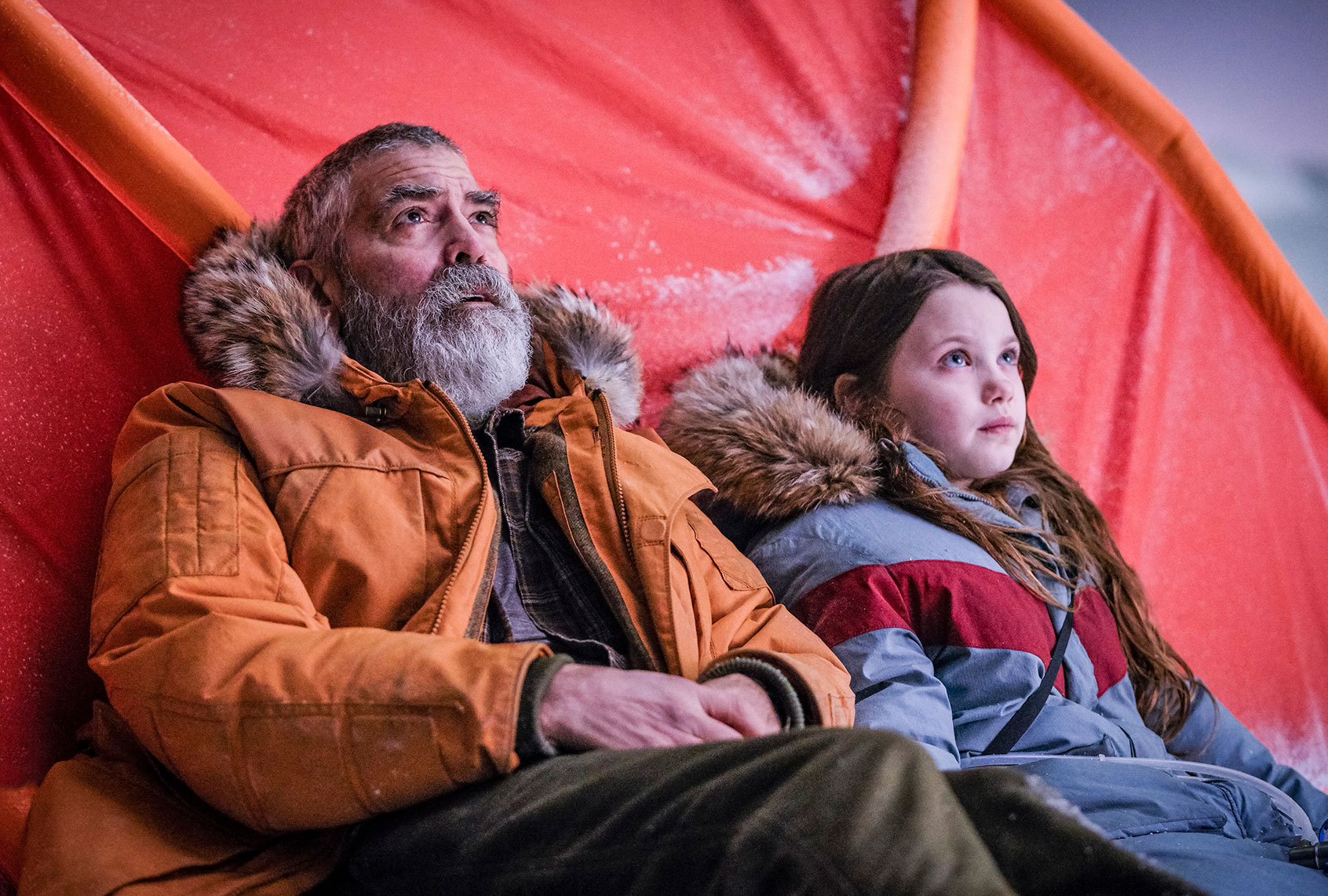 """With """"Midnight Sky,"""" George Clooney directs the visual arrest of a post-apocalyptic yawning festival"""