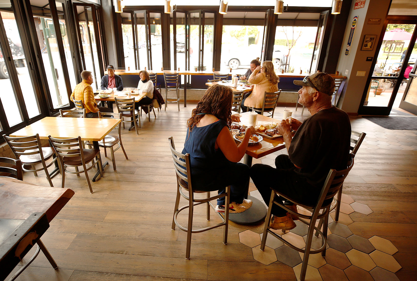 Even with precautions, indoor dining increases spread of COVID-19, CDC says - Salon